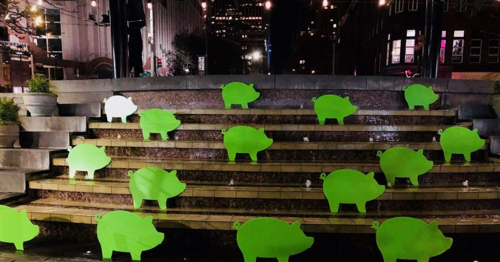 Seattle not amused by real-estate company's green pigs stunt