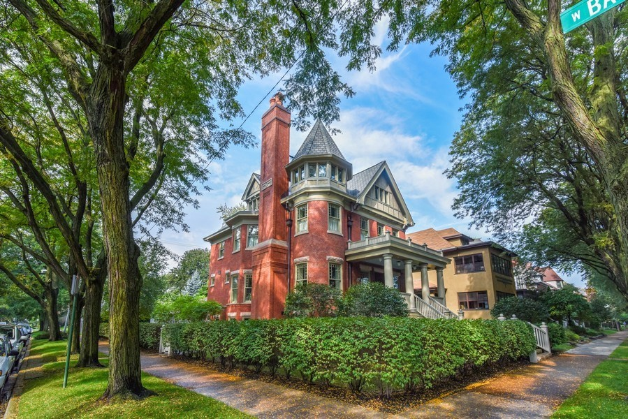 This Fully Renovated North Side Victorian Could Be Yours for $2.4 Million     Chicago magazine         Real Estate & Neighborhoods March 2019